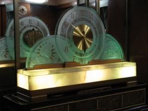 Lounge Clock